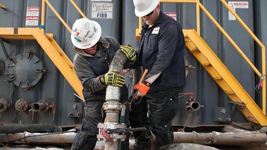 Oil price steadies as rising dollar balances stocks draw